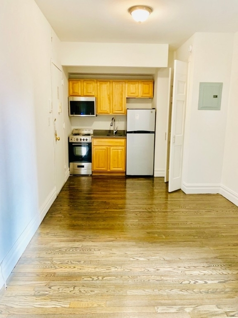 2 Bedrooms, Hell's Kitchen Rental in NYC for $3,595 - Photo 1