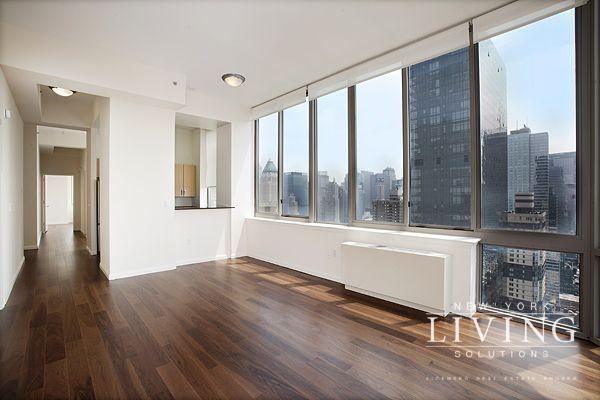 3 Bedrooms, Hell's Kitchen Rental in NYC for $5,622 - Photo 1