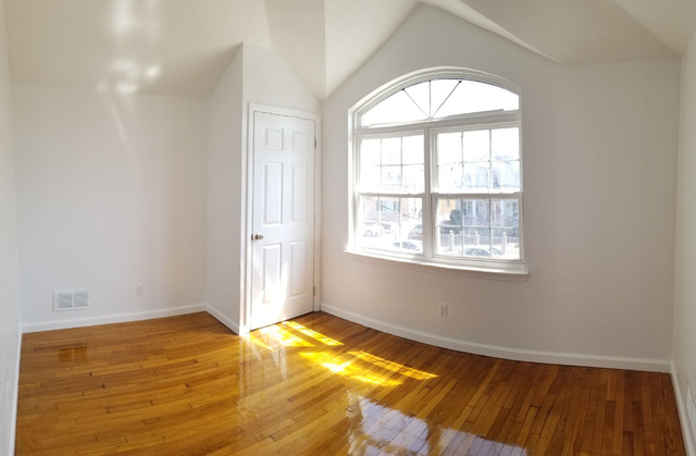 3 Bedrooms, New Dorp Beach Rental in NYC for $2,700 - Photo 2