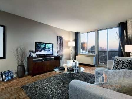 4 Bedrooms, Hell's Kitchen Rental in NYC for $6,000 - Photo 1
