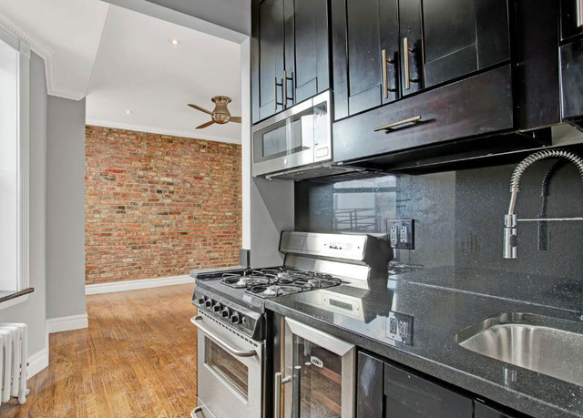 1 Bedroom, East Village Rental in NYC for $2,857 - Photo 2