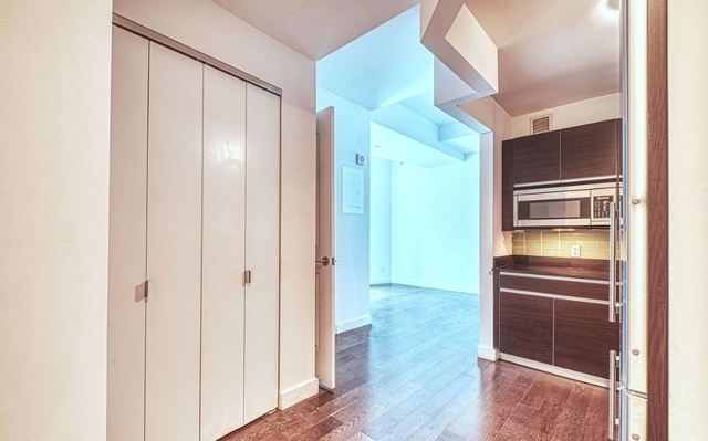 2 Bedrooms, Financial District Rental in NYC for $4,865 - Photo 2