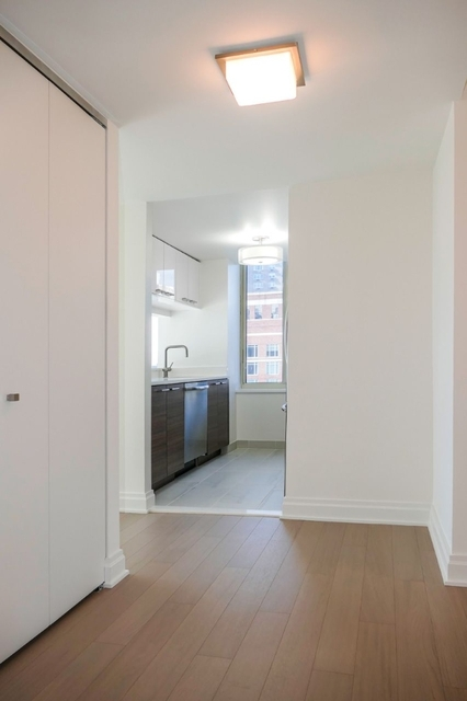 2 Bedrooms, Yorkville Rental in NYC for $6,299 - Photo 1