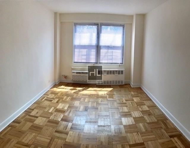 2 Bedrooms, Kew Gardens Rental in NYC for $2,620 - Photo 1