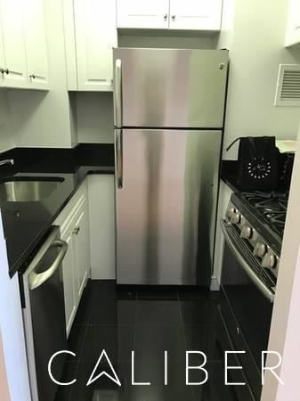 1 Bedroom, Yorkville Rental in NYC for $3,260 - Photo 2