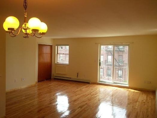 3 Bedrooms, Gravesend Rental in NYC for $2,450 - Photo 1