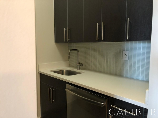 1 Bedroom, Hell's Kitchen Rental in NYC for $3,692 - Photo 1