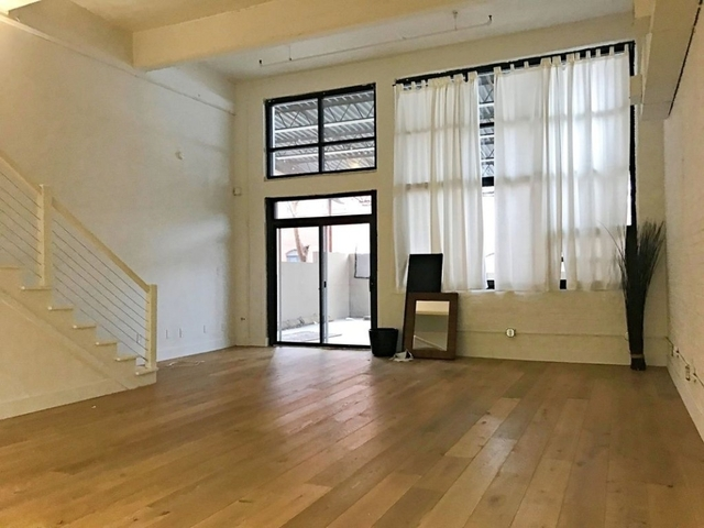 Studio, Red Hook Rental in NYC for $3,600 - Photo 2