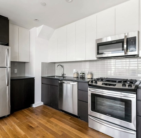 2 Bedrooms, Astoria Rental in NYC for $3,507 - Photo 1