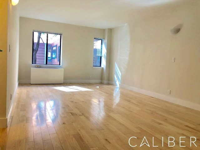 2 Bedrooms, Hell's Kitchen Rental in NYC for $5,077 - Photo 2