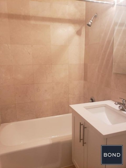 1 Bedroom, Turtle Bay Rental in NYC for $3,720 - Photo 2