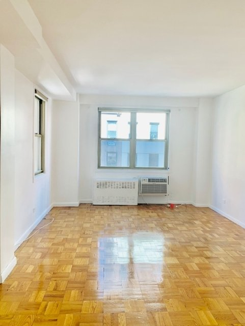 3 Bedrooms, Turtle Bay Rental in NYC for $3,650 - Photo 1