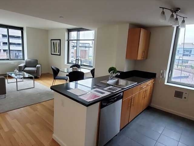 2 Bedrooms, Hunters Point Rental in NYC for $4,660 - Photo 2