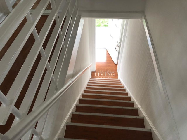 3 Bedrooms, Brookville Rental in Long Island, NY for $2,400 - Photo 2