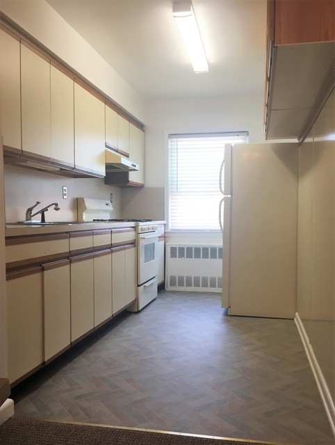 2 Bedrooms, Bayside Rental in NYC for $2,000 - Photo 1