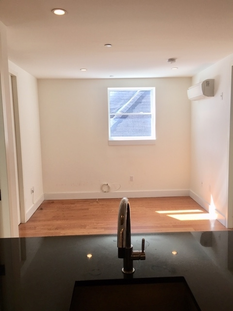 3 Bedrooms, Prospect Lefferts Gardens Rental in NYC for $2,789 - Photo 2