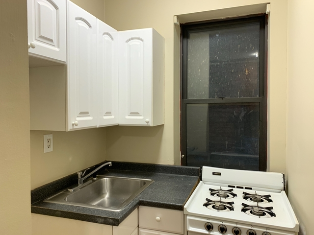 2 Bedrooms, Hell's Kitchen Rental in NYC for $3,250 - Photo 1