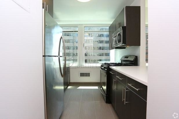 1 Bedroom, Financial District Rental in NYC for $2,925 - Photo 2