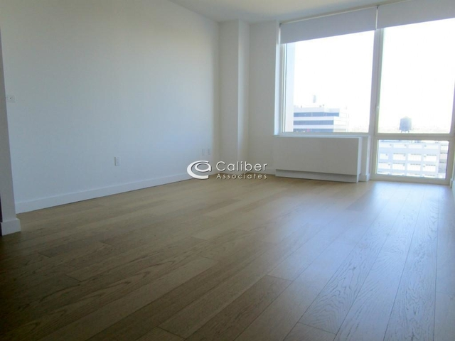 2 Bedrooms, Hell's Kitchen Rental in NYC for $3,620 - Photo 1
