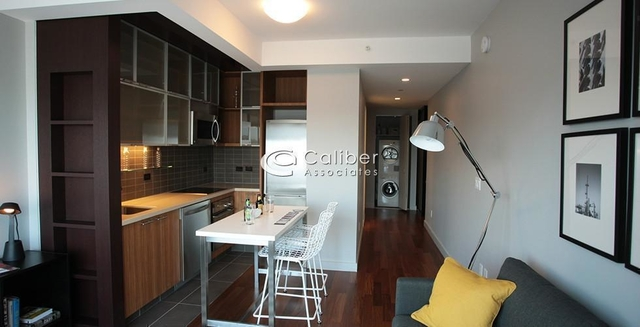 2 Bedrooms, Hell's Kitchen Rental in NYC for $5,380 - Photo 1