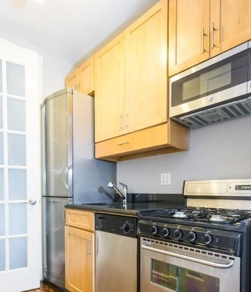 2 Bedrooms, East Village Rental in NYC for $4,242 - Photo 1