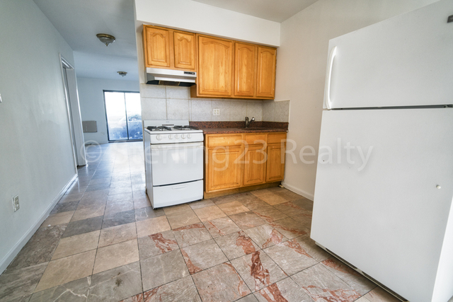 3 Bedrooms, Astoria Rental in NYC for $2,800 - Photo 1
