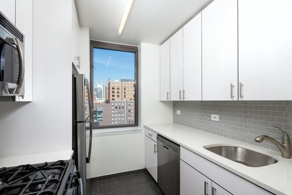 2 Bedrooms, Hell's Kitchen Rental in NYC for $4,265 - Photo 1