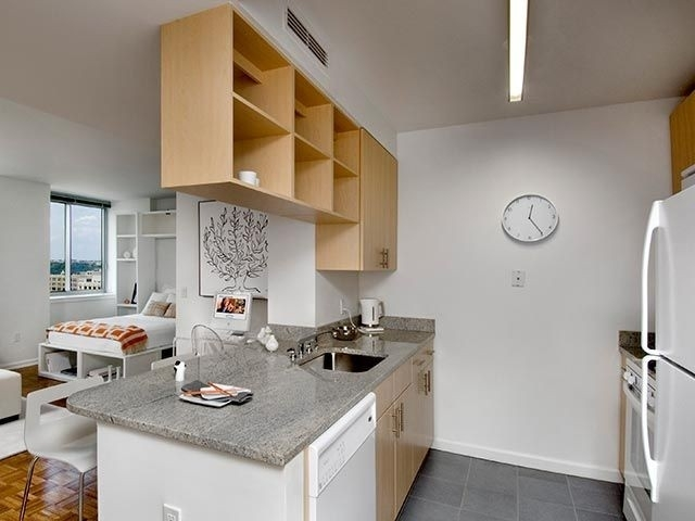 Studio, Hell's Kitchen Rental in NYC for $2,785 - Photo 2