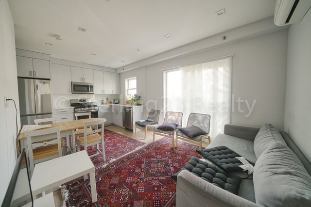 2 Bedrooms, Ditmars Rental in NYC for $2,650 - Photo 2