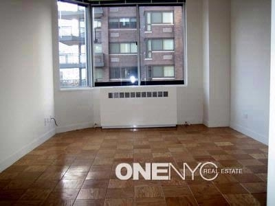 3 Bedrooms, Upper East Side Rental in NYC for $5,000 - Photo 2