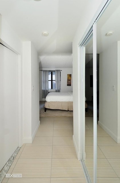 Studio, Garment District Rental in NYC for $2,000 - Photo 2