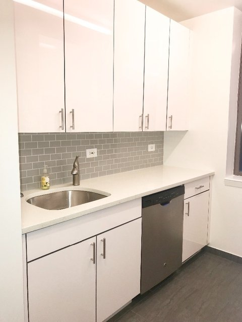 2 Bedrooms, Hell's Kitchen Rental in NYC for $4,520 - Photo 2
