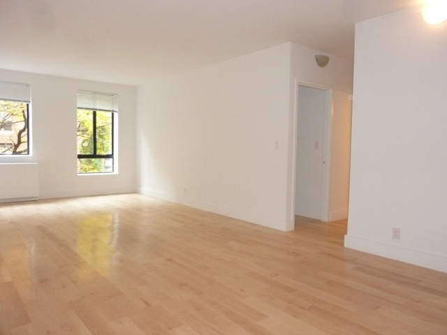 3 Bedrooms, Hell's Kitchen Rental in NYC for $5,000 - Photo 1