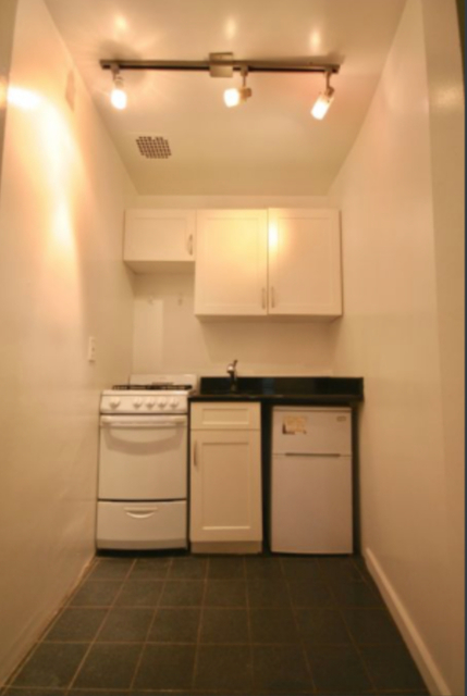 1 Bedroom, Hell's Kitchen Rental in NYC for $6,000 - Photo 2