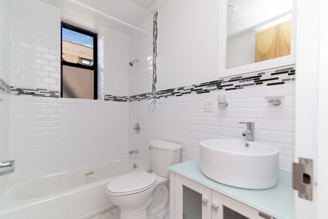 1 Bedroom, Bedford-Stuyvesant Rental in NYC for $1,900 - Photo 2