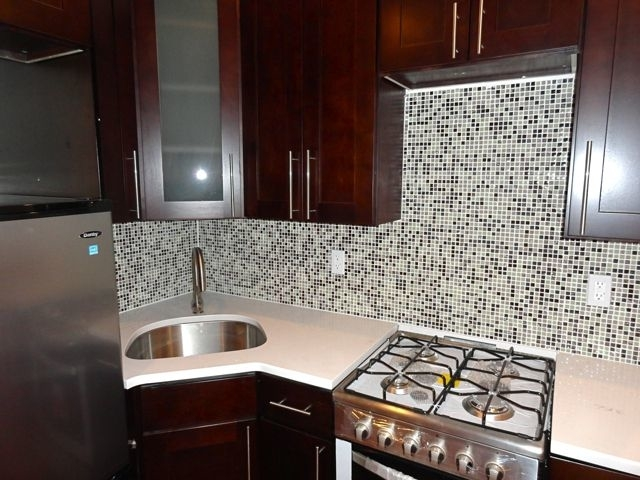 3 Bedrooms, Williamsburg Rental in NYC for $4,199 - Photo 2
