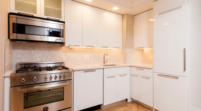 2 Bedrooms, Yorkville Rental in NYC for $5,769 - Photo 2