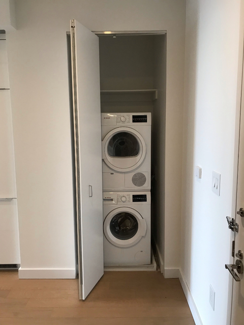 1 Bedroom, Financial District Rental in NYC for $2,590 - Photo 2
