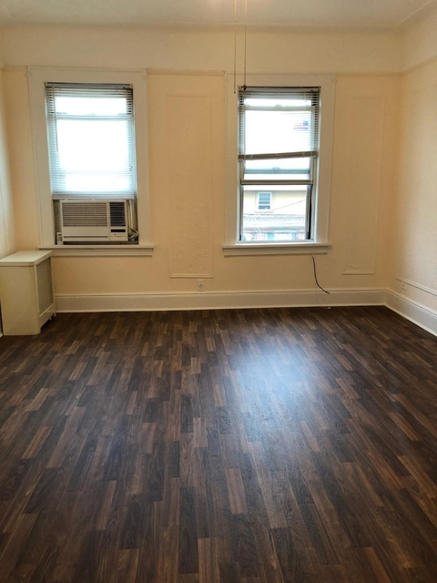 1 Bedroom, Steinway Rental in NYC for $1,800 - Photo 2