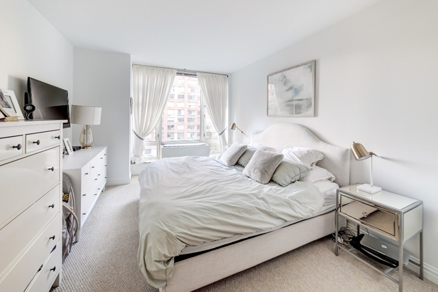 2 Bedrooms, Battery Park City Rental in NYC for $6,415 - Photo 2