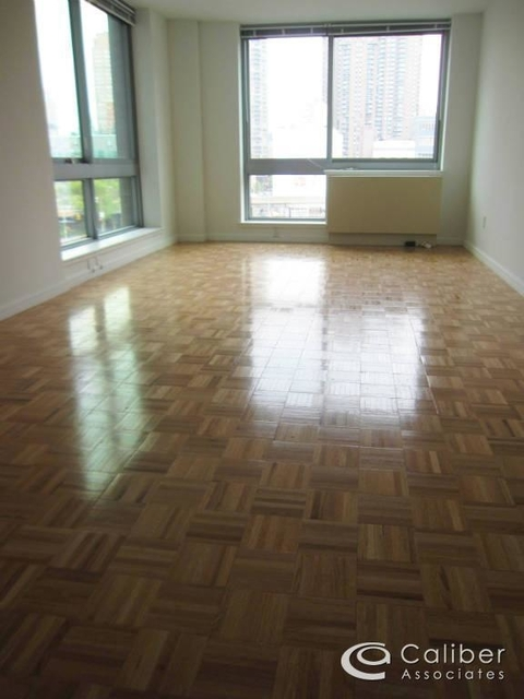 3 Bedrooms, Hell's Kitchen Rental in NYC for $4,800 - Photo 2