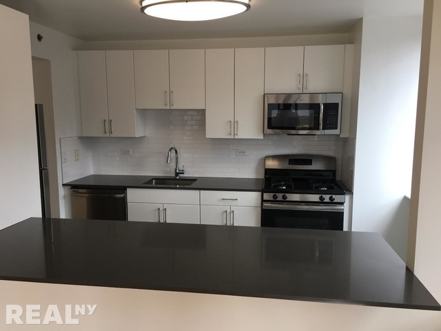 2 Bedrooms, Hell's Kitchen Rental in NYC for $5,444 - Photo 2