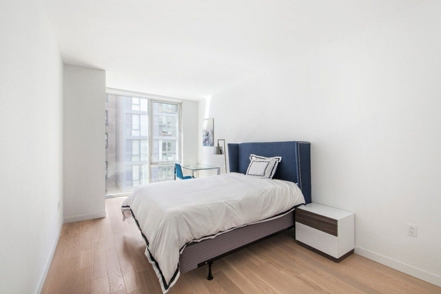 2 Bedrooms, Hell's Kitchen Rental in NYC for $3,895 - Photo 1