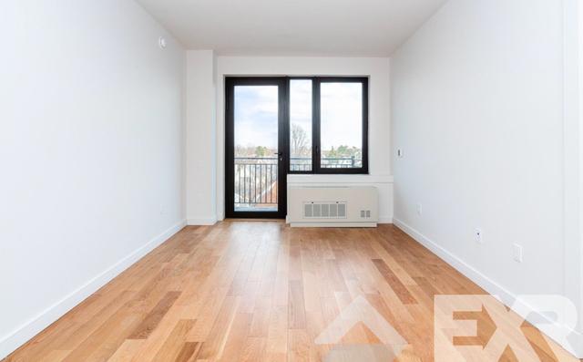 2 Bedrooms, Fiske Terrace Rental in NYC for $2,799 - Photo 2