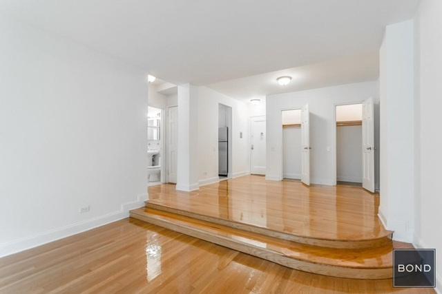 3 Bedrooms, Hell's Kitchen Rental in NYC for $5,390 - Photo 2