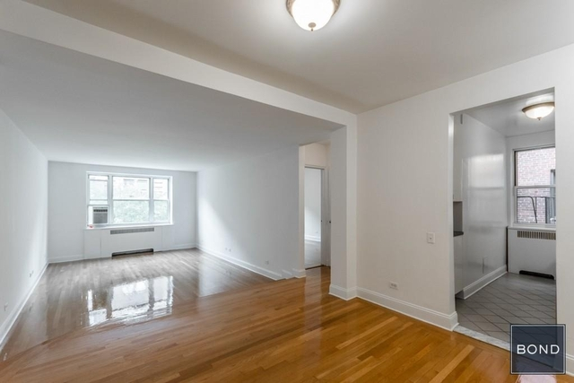 3 Bedrooms, Hell's Kitchen Rental in NYC for $5,390 - Photo 1