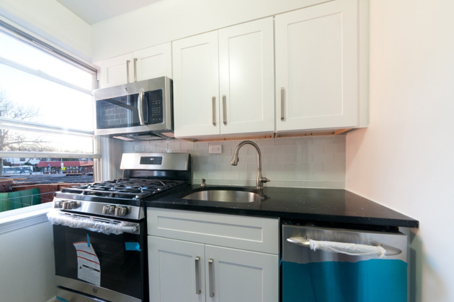 2 Bedrooms, Auburndale Rental in NYC for $2,175 - Photo 1