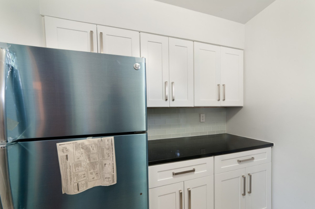2 Bedrooms, Auburndale Rental in NYC for $2,175 - Photo 2