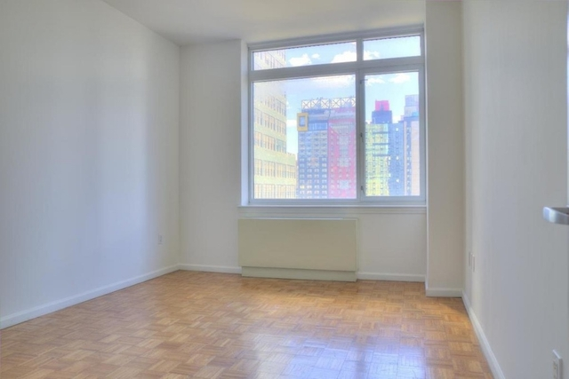 2 Bedrooms, Hell's Kitchen Rental in NYC for $5,676 - Photo 2