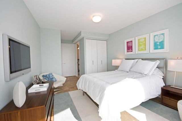 3 Bedrooms, Hell's Kitchen Rental in NYC for $4,899 - Photo 2
